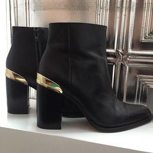 Zara Black leather boots gold detail eu39